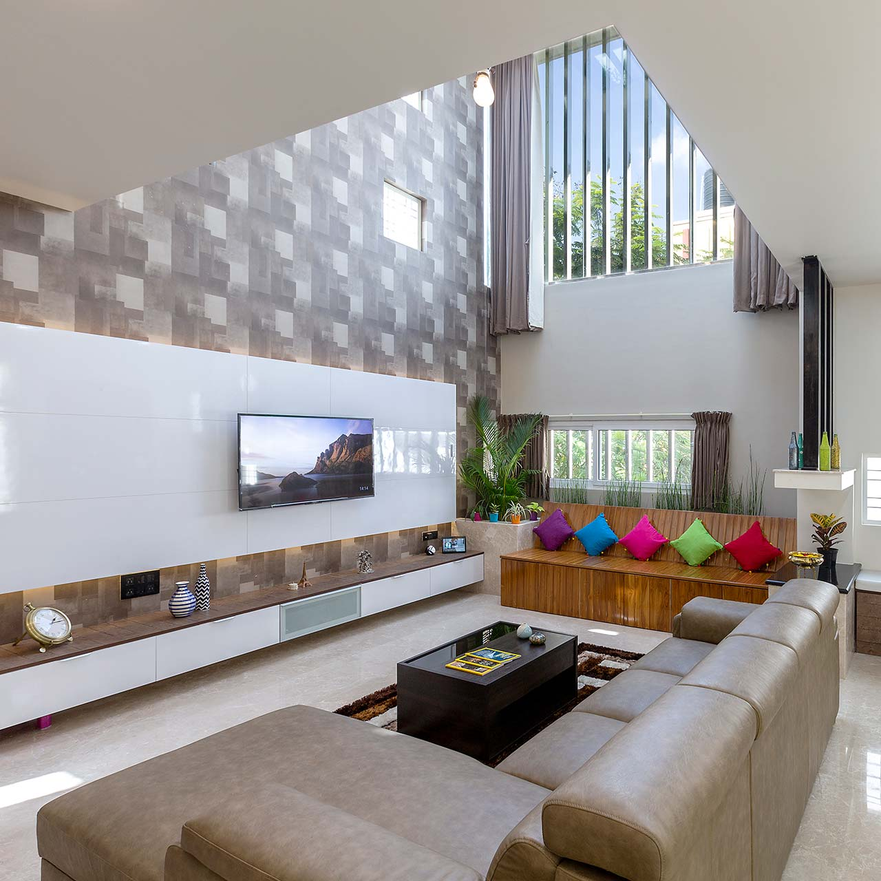 Difference between interior designer and decorator which creates architecturally and aesthetically optimised spaces