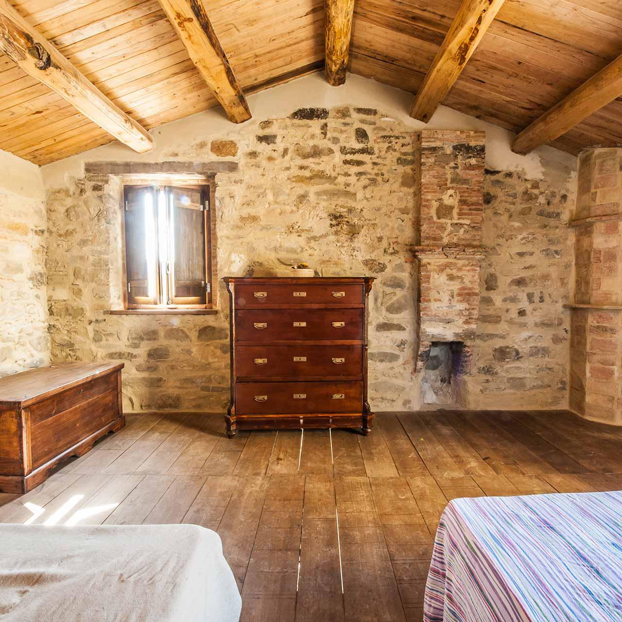 Simple Furniture art ideas for rustic bedroom design