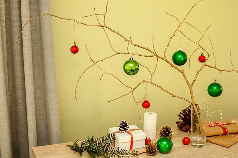 Christmas decorations for home interior are christmas living room decor ideas and design using christmas decorations items, xmas decorations, christmas tree images.