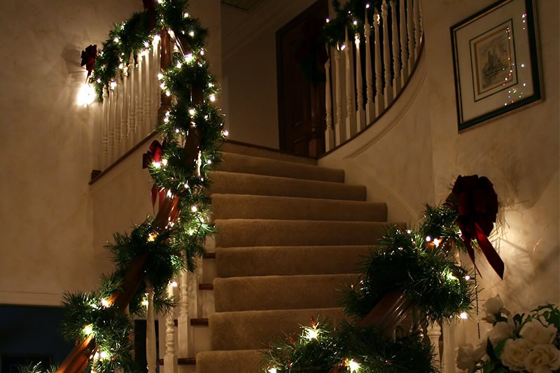 Decorating your stairs for christmas using staircase christmas decorations ideas, indoor items, hanging decorations, lights, wall decor, home decor, living room christmas decor ideas.