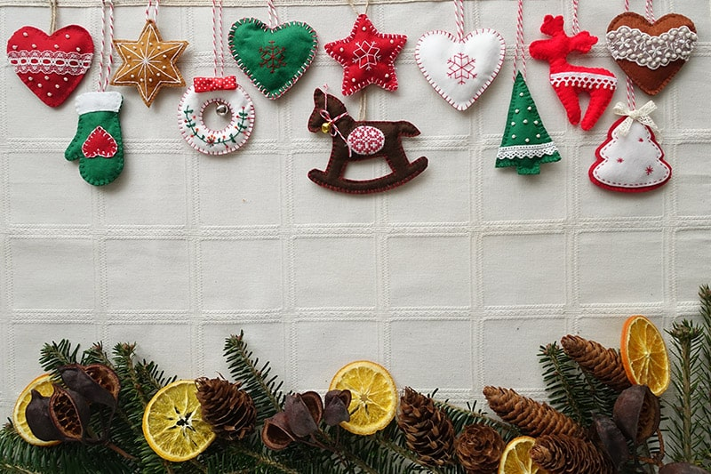 Christmas decoration ideas diy using felt decorations like trees, snowmen, candy canes, hearts, stars.