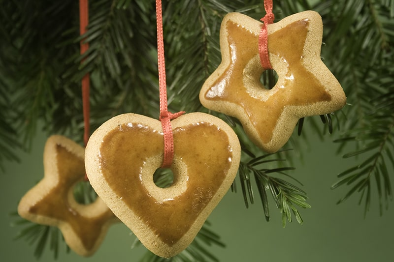 Budget friendly christmas tree decorations made from salted dough or gingerbread cookies