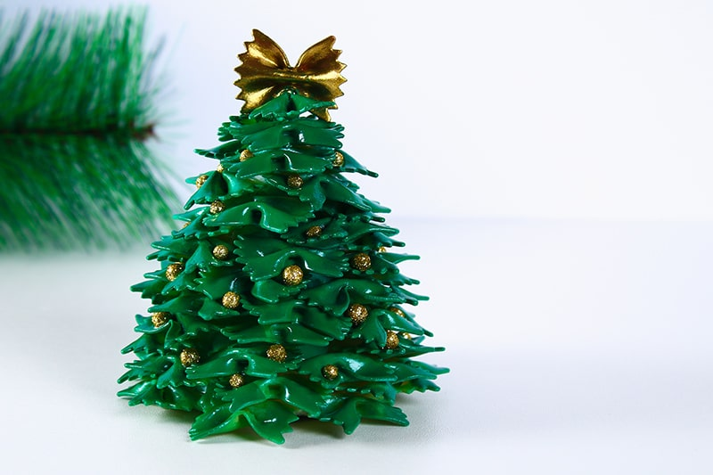DIY christmas tree decorations using crafts like paper cone, pasta, spray paint and glue make up for best christmas tree decorating ideas.