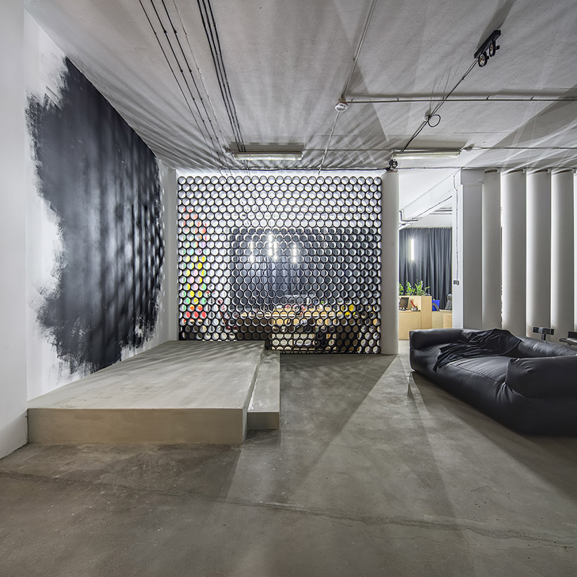 Living room partition wall made up of small hexagons where you can look from them around living room divider design