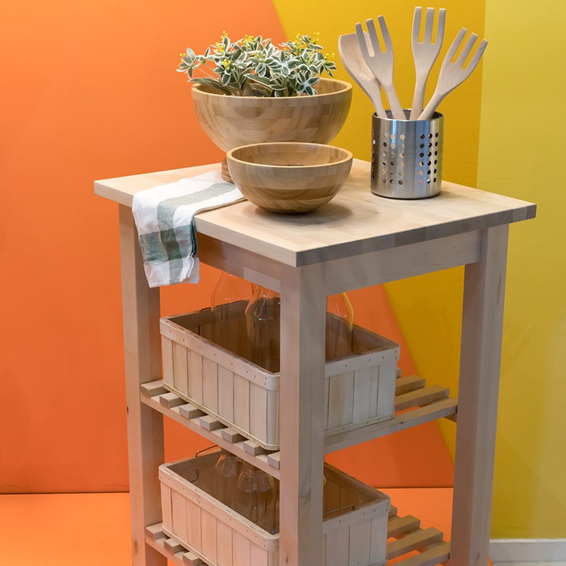 this small kitchen island has a movable cart makes it ideal to be stationed in the kitchen and to be transported.