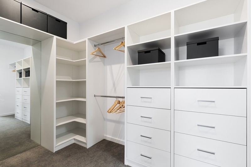L-shaped modular wardrobe make for great storage spaces for jewellery and undergarments, even shoes and winter wear