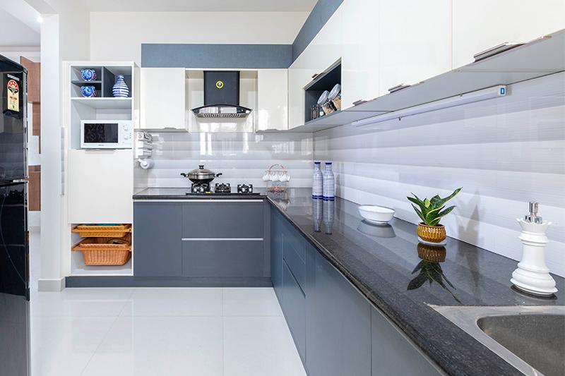 Kitchen backsplash with a bright colour tile with straight patterns in kitchen backsplash designs