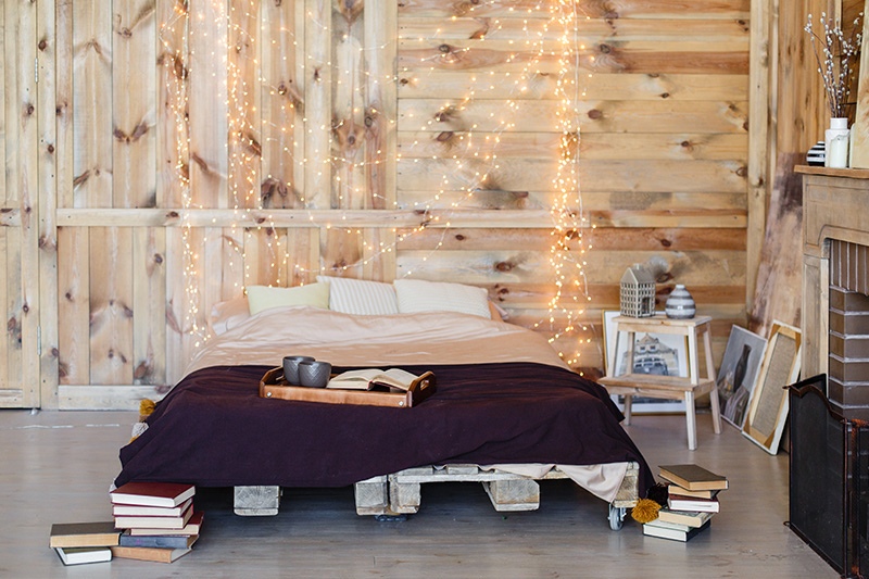 Newlywed bedroom decorating ideas with charming lights
