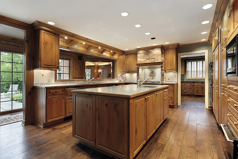 Wooden kitchen cupboard gives a traditional look to your kitchen cupboard design
