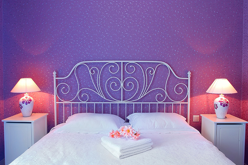Bedroom 3d wallpaper designs with textured motif wallpaper in lavender exudes elegance and delicateness to bedroom for wallpaper design for bedroom