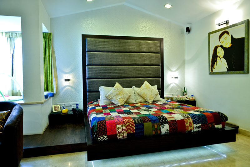 Bedroom wall decor where an upholstered bedroom wall makes a statement by itself for bedroom wall prints