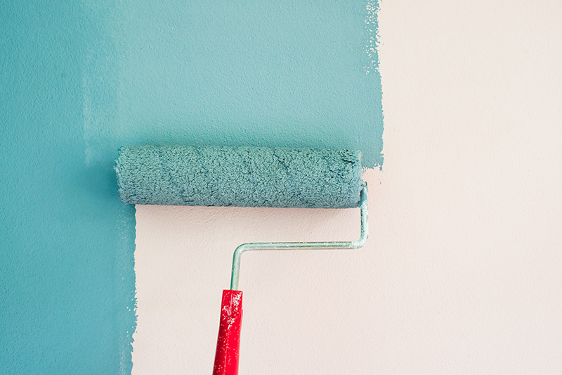 Roll paint is easy painting technique that avoid mess up with walls.
