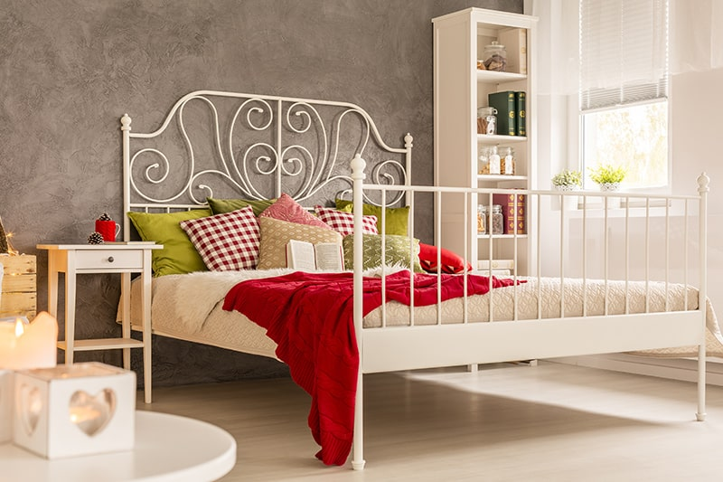 Metal design for modern bed decor to make contemporary and chic bedroom