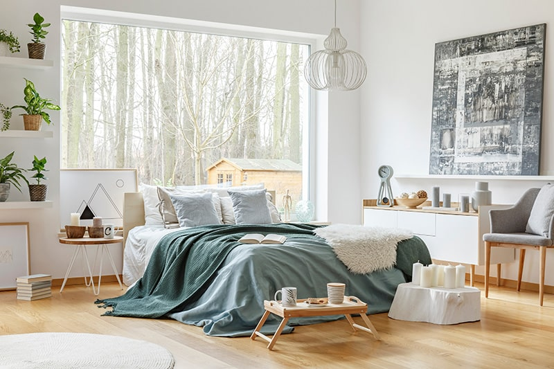 Sexy bedroom decor ideas to create a romantic bedroom design.