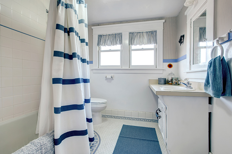 Blue and white bathroom curtains which compliment each other so well and the combination is perfect