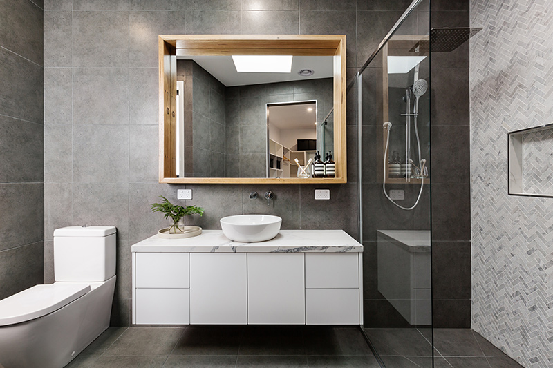Small bathroom ideas with mirrors that reflect light and make your small bathroom beautiful and bright.