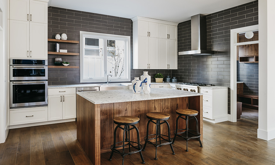 Grey and white modern kitchen is an excellent choice as it brings warmth and dynamism to a contemporary.