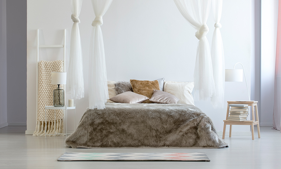 Canopy bed in the cozy bedroom adds extra comfort to your bed and looks traditional.