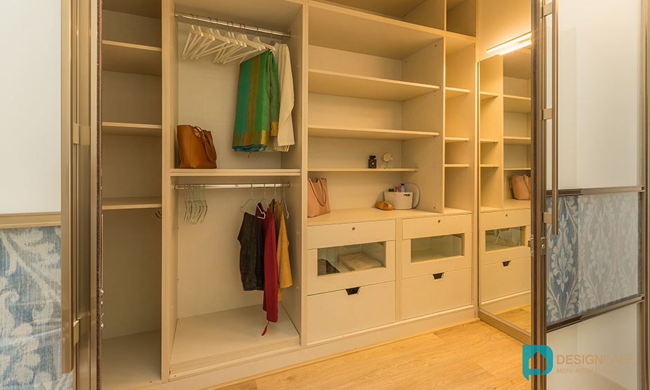 This villa interior has a walk-in wardrobe to organise and for clutter-free.