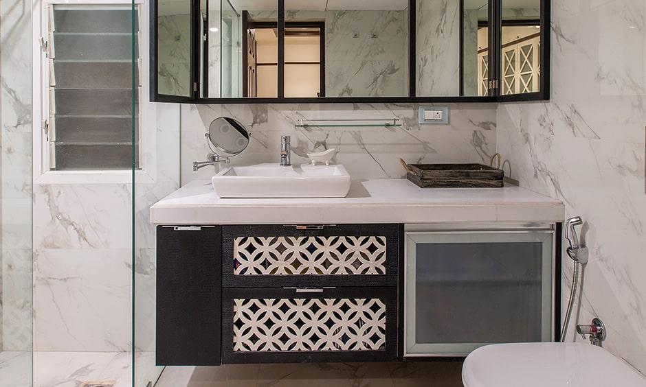 Use black borders on the mirrors or bathroom cabinets for your black and white bathroom design