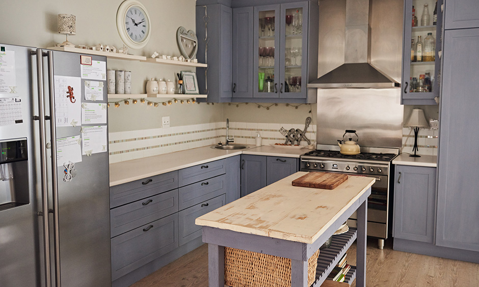 Country style kitchen design provides you with luxury at its best with cabinets that have finished with Duco.