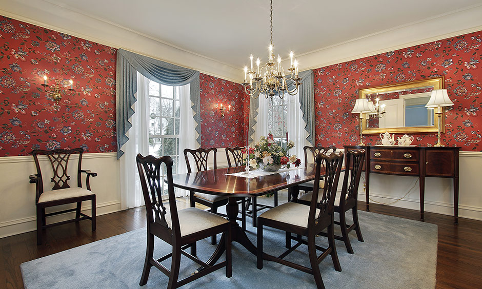 Mixing two patterns of wallpaper for dining room wall makes the combination graceful and seamless