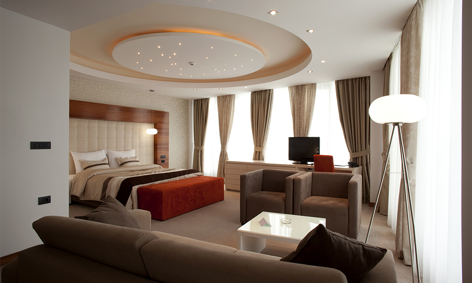 Circular modern bedroom ceiling designs look beautiful and can make your bedroom look delicate and effusively elegant