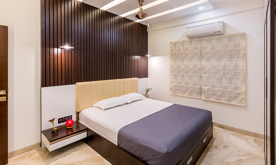 A multi-tiered modern bedroom ceiling design looks breathtaking and use of umpteen materials like wood, fibre to exude class