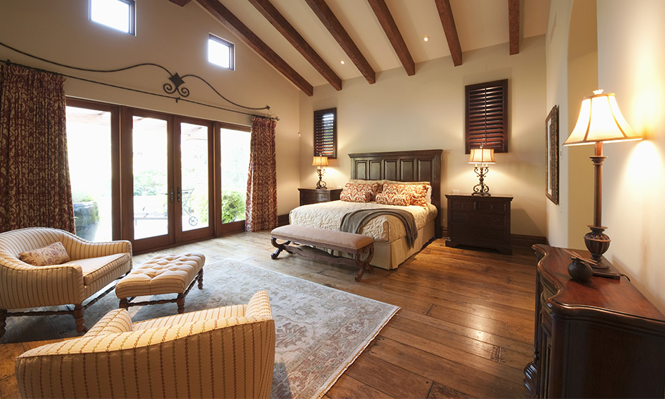Vintage modern bedroom ceiling with wooden bars tilted at an angle can make any ceiling look nostalgic and dreamy.