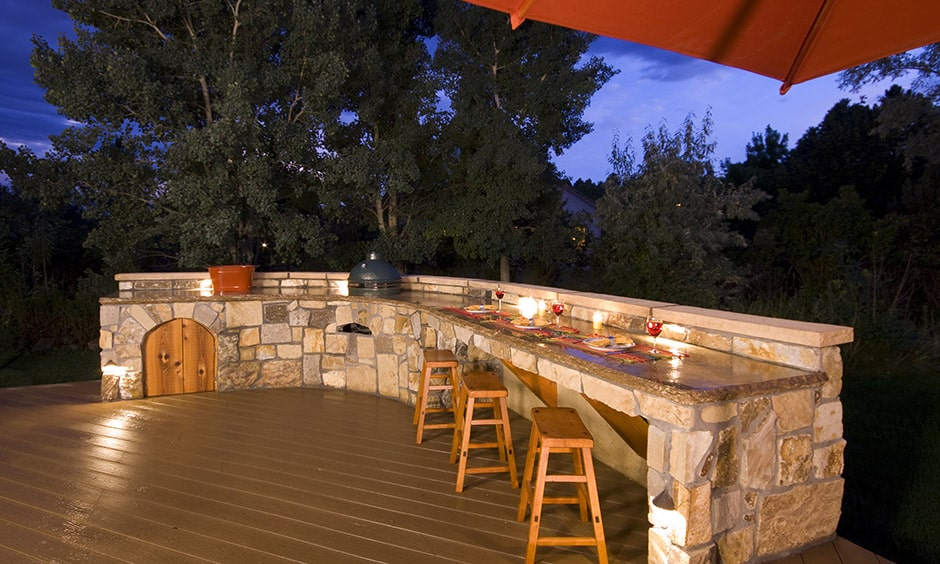 Outdoor kitchen designed in stone to make a perfect outdoor kitchen