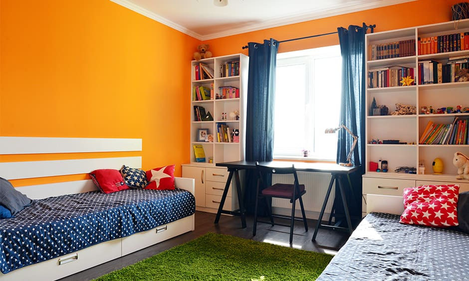 Bright color combinations with orange which adds a sense of liveliness