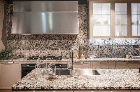 Quartz versus granite countertops - kitchen with a smart granite countertop