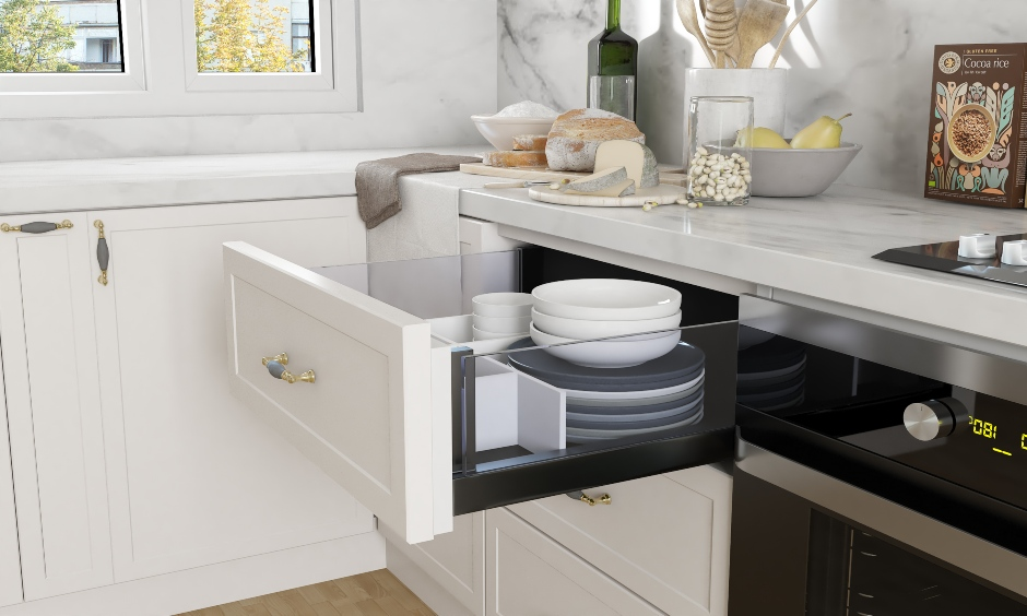 Kitchen drawer organizer with separators and proper cushioning to keep expensive glasswares look stylish.