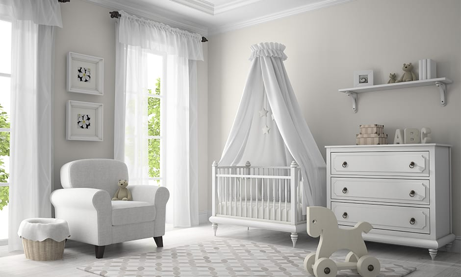 White curtains also go well with white walls