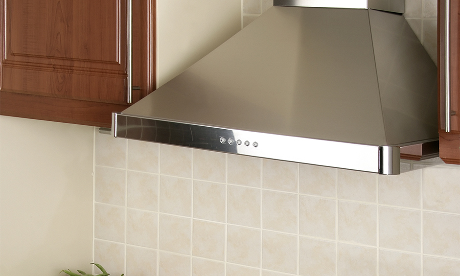 Faber kitchen chimney type made from stainless steel and has a three-layer baffle filter that is perfect for kitchens.