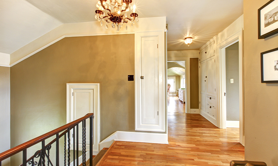 Long hallway paint ideas to create the impression of an antique luxury home