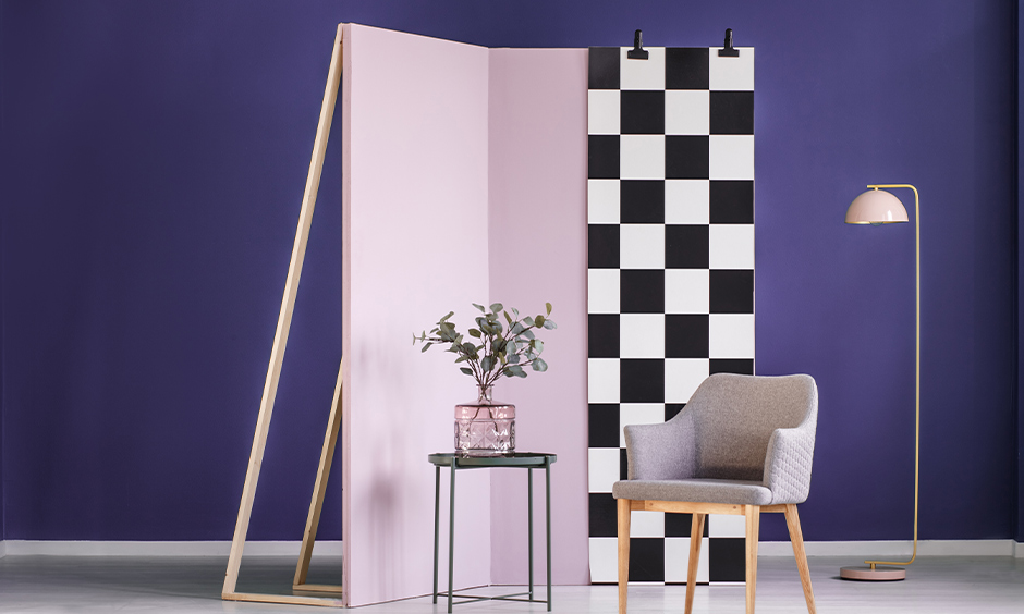Room with checkered pattern partition wall type looks quirky and fresh.