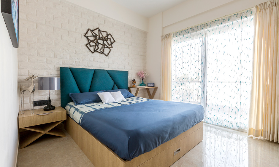 Vastu direction for almirah in the bedroom brings peace and a constant flow of cosmic energy to space.
