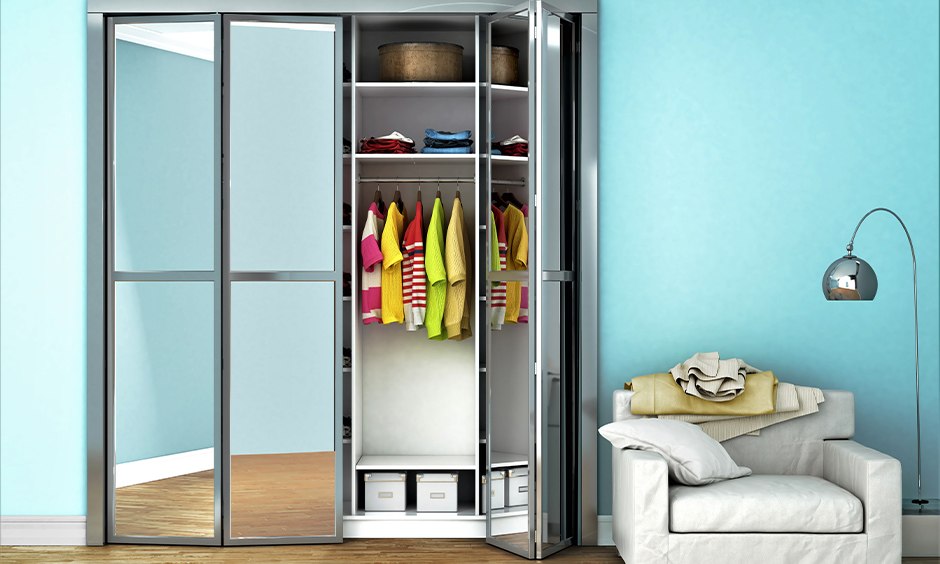 Wardrobe decoration idea, wardrobe doors decorated with crystal clear mirror panels look airy in the blue bedroom.