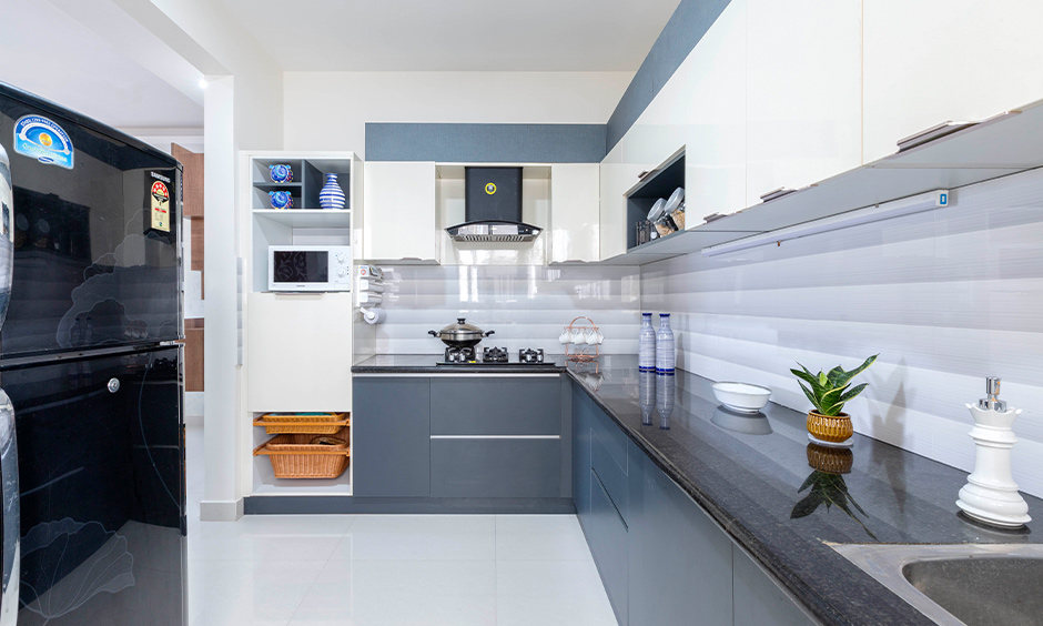 Durga petals in doddanekundi, L-shaped modular kitchen designed in Marathahalli with bottom and wall cabinets look aesthetic.