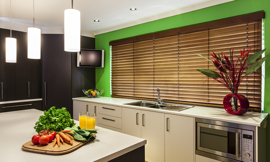 Wooden single blinders curtain combination with green wall in the island kitchen look great.