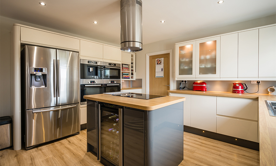 Beige high gloss flat panel kitchen cabinets designed in the island kitchen look vintage.