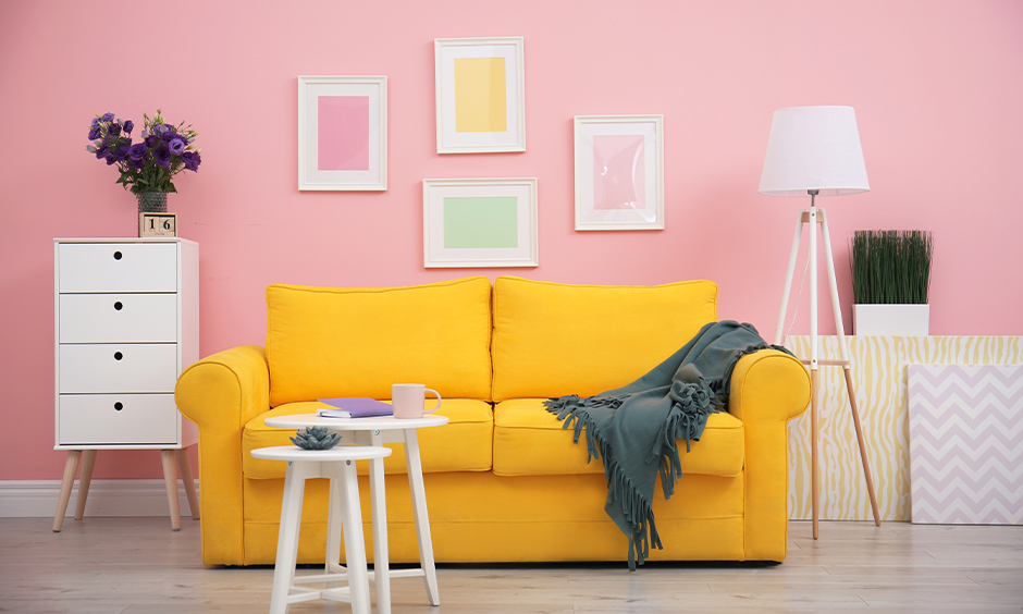 Modern pink living room design with yellow sofa