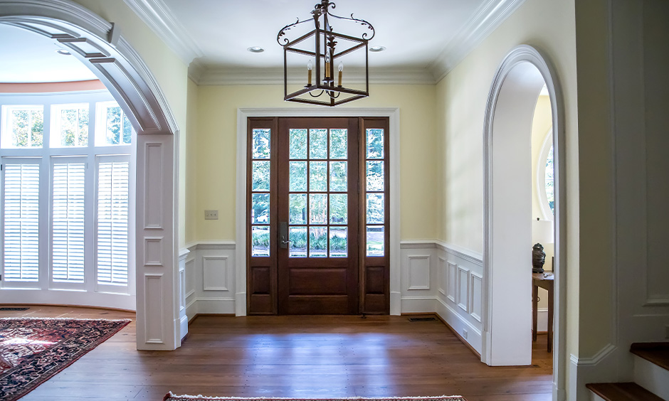 Old-style foyer area in cream home colour matching with white wainscotting brings vintage feel.