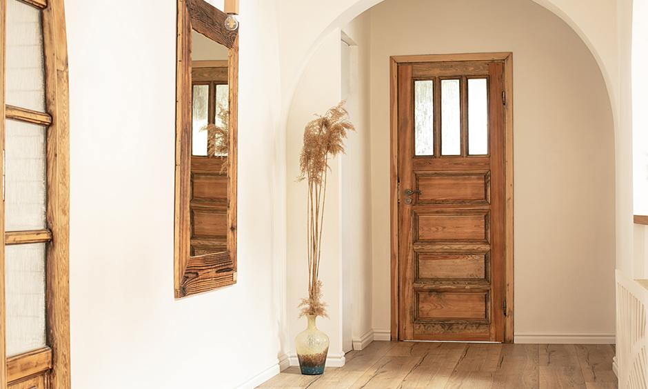 Mediterranean interior design for the entrance foyer